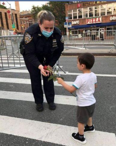 Ruža za policajku