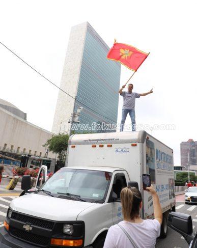Patriotska auto-kolona ispred zgrade Ujedinjenih nacija