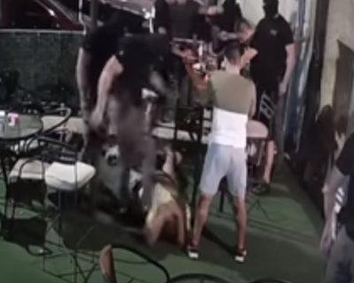 Uznemirujući snimak: Policajac tokom pretresa lokala gazi po glavi i udara Cetinjanina (VIDEO)