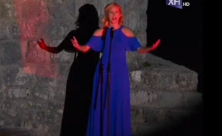 """Skandal na otvaranju Filmskog festivala u HN, umjetnica ne zna himnu: """"Rijeka će u dva mora, slavićemo našu zemlju…"""" (VIDEO)"""